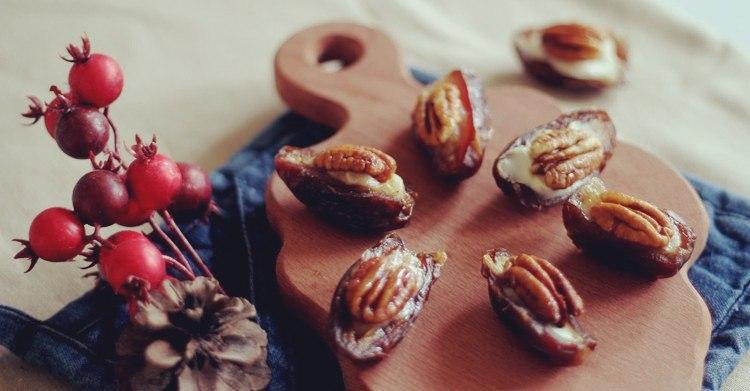 Финики с грецкими орехами