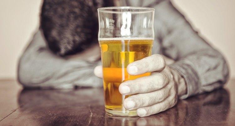 При диабете алкоголь может вызвать гипогликемию