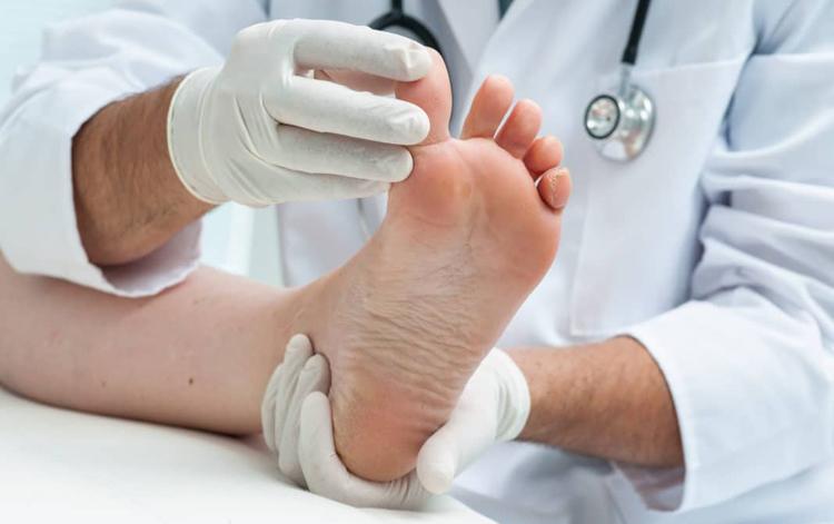 Диабетикам необходим постоянный осмотр ног