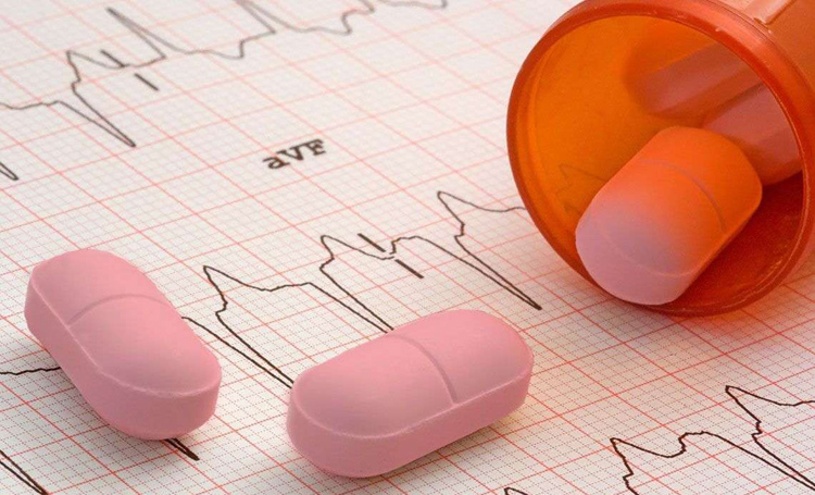 На каждую таблетку Комбоглиз Пролонг нанесена дозировка