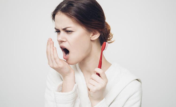 Почему изо рта пахнет ацетоном