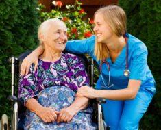 пансионат для престарелых_бабушка и врач